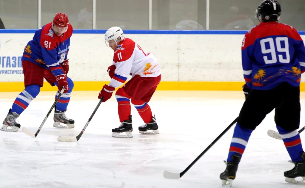 Buz hokeyinde de hünerlerini sergileyen Rusya devlet Başkanı Vladimir Putin kimdir?