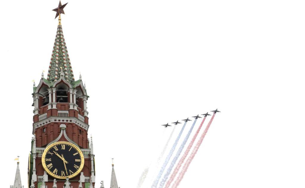 Rusya 9 Mayıs Zafer Bayramı Uçaklar Gökyüzüne Rus Bayrağı Çizdi